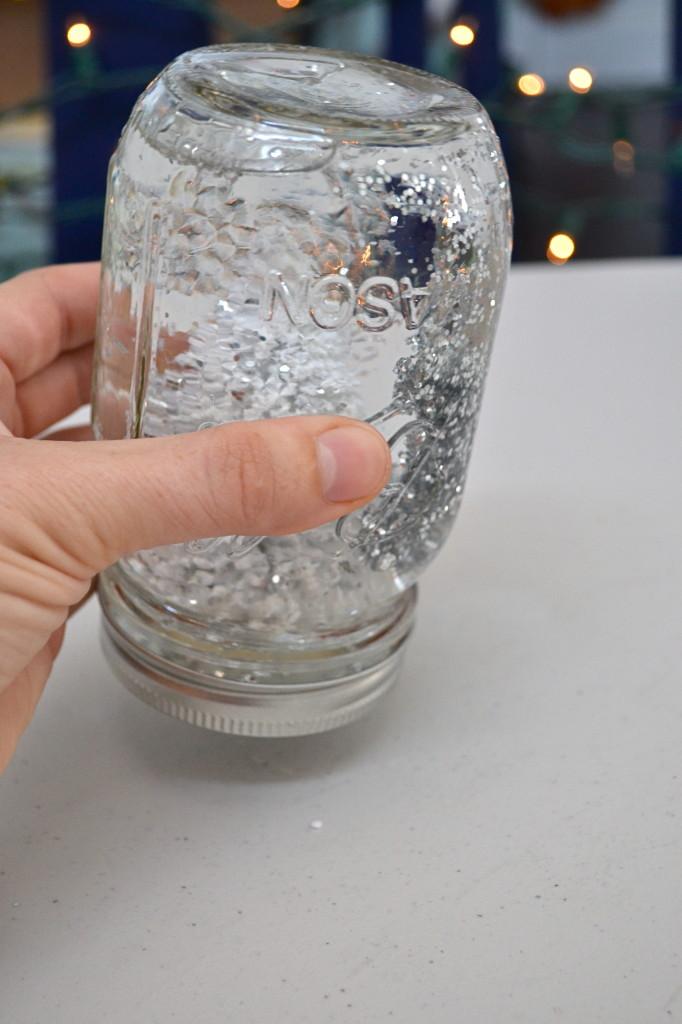 DIY: Mason Jar Snow Globe