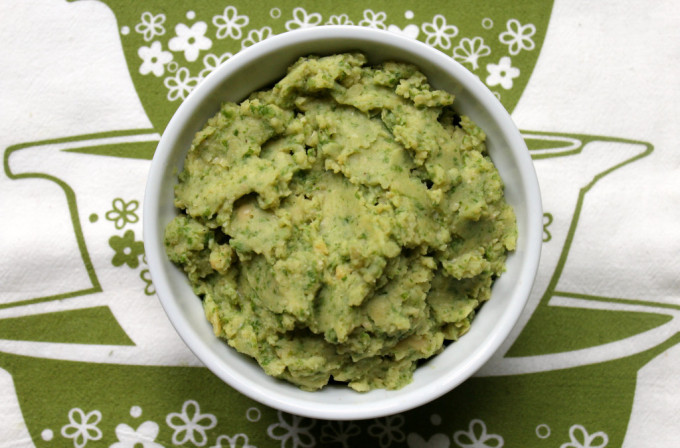 Garlic Kale Hummus - Part of a healthy green recipe roundup!