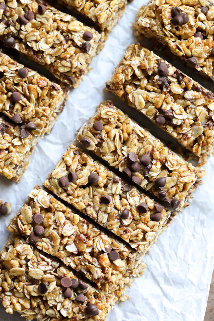 These Honey Chocolate Chip Granola Bars are so delicious and a great healthy alternative to all the store bought options out there!