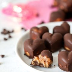 These date caramel and peanut butter chocolates are a healthy take on valentines day chocolates!