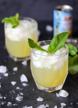 This Pineapple Mint Mojito is a healthy cocktail that is perfect for the summer!