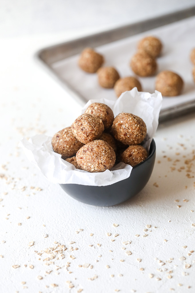 These Nut-free oatmeal energy bites are naturally sweetened and nut free so they are great to add into a lunch box for any school lunch!